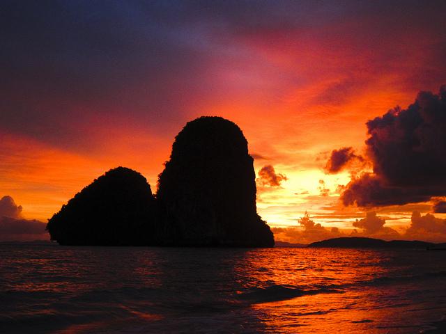 Sonnenuntergang-Ashley Wang-Phra Nang-Thailand-CC BY-ND