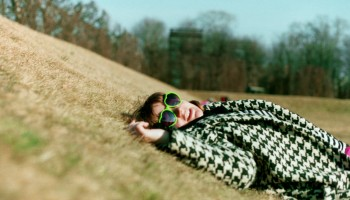 Frau im Gras, Stress adé, Burnout